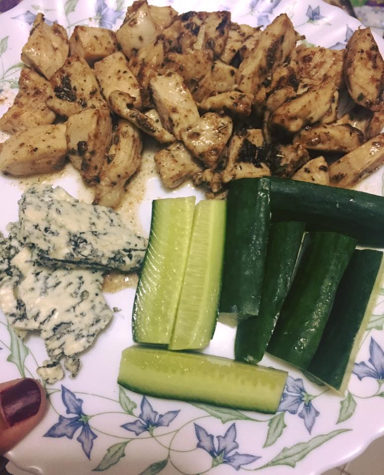 جبنة ريكفور مع الدجاج والخيار