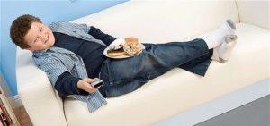 لا تتناول الطعام أثناء مشاهدة التلفاز