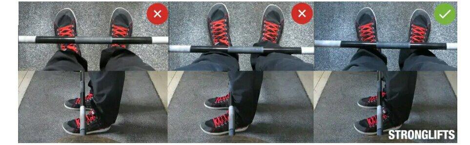 وضع القدمين في تمرين الظهر بالبار في وضع الوقوف