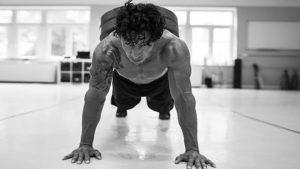 تمرين الضغط مع وزن اضافي