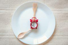 عدد ومواعيد الوجبات في نظام غذائي للتنحيف
