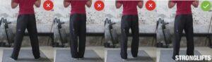 اتساع القدمين في تمارين الكتف للمبتدئين بالبار واقف
