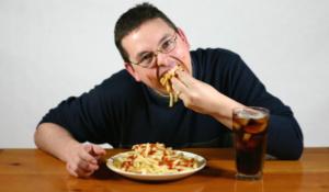 مضغ الطعام ببطئ يقلل من حجم وجبتك