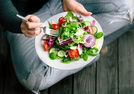 صورة لطبق به طعام صحي